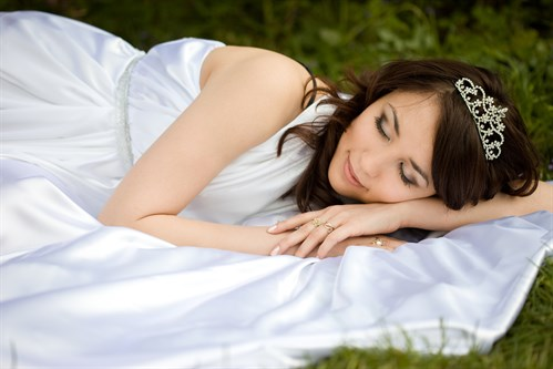 Listen up brides-to-be…  Sleep expert reveals tips for best pre-wedding zzzs