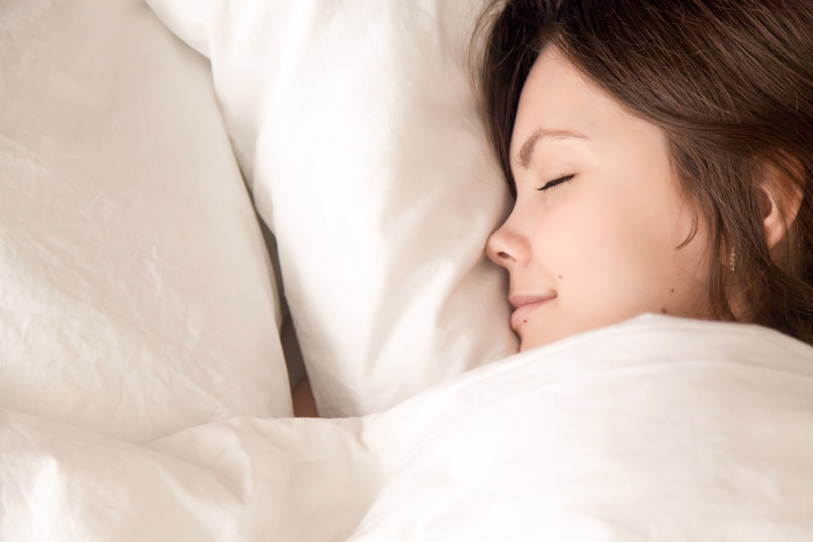 Break these 5 bad habits to improve your sleep this spring